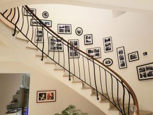 Accrochage cage d'escalier