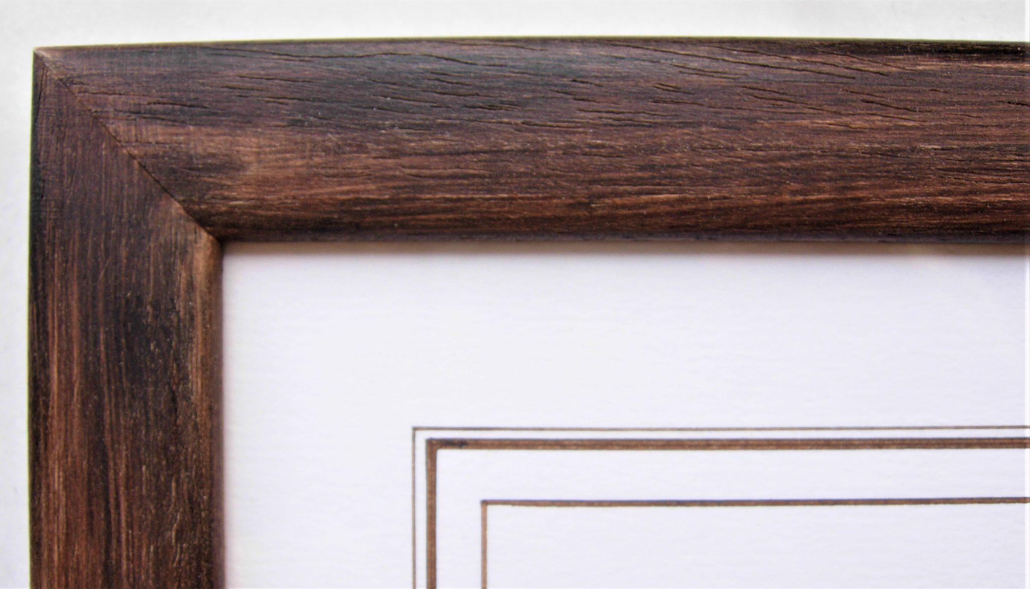 Baguette en bois brut patinée à la cire teintée avec des pigments naturels